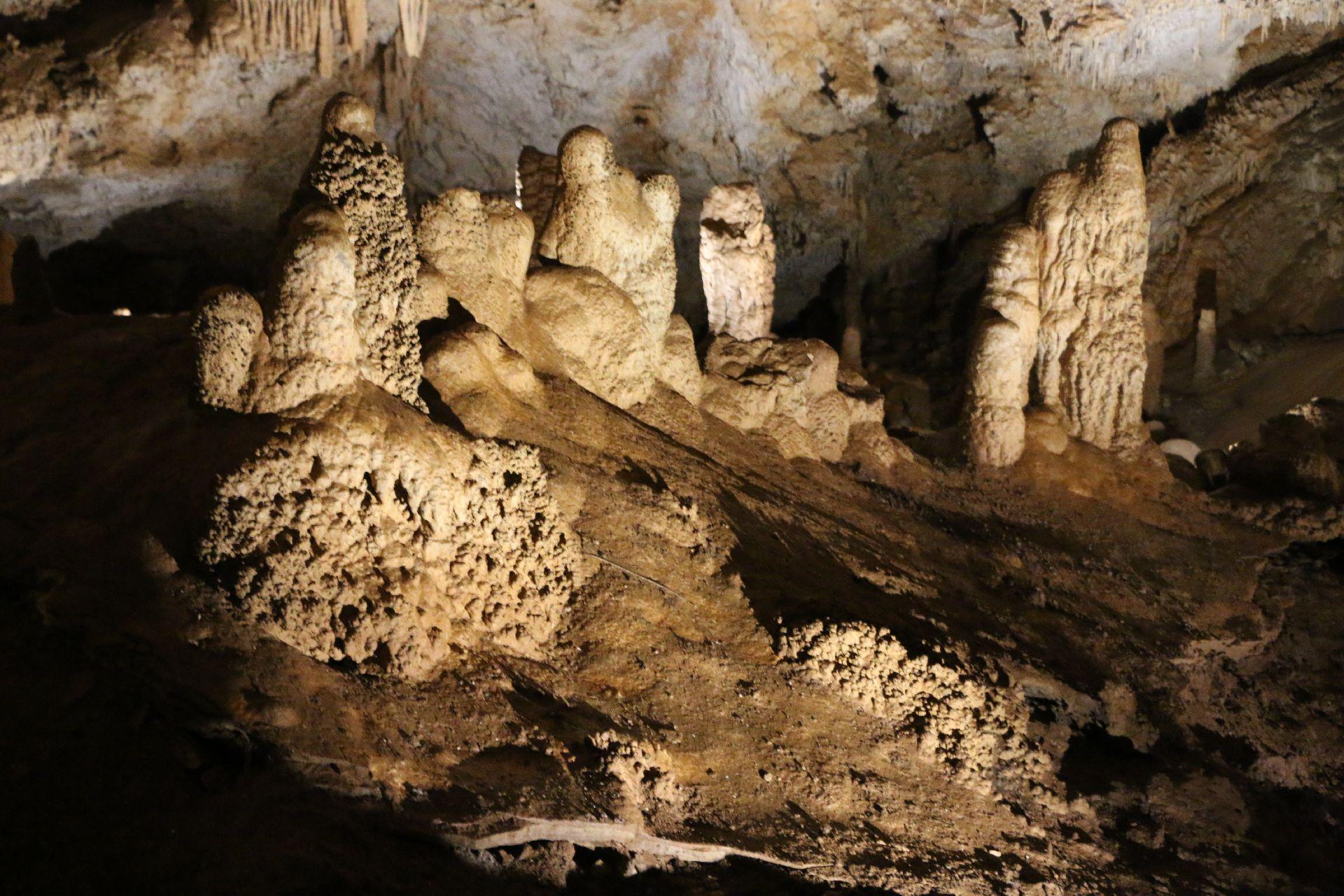 lipa cave1