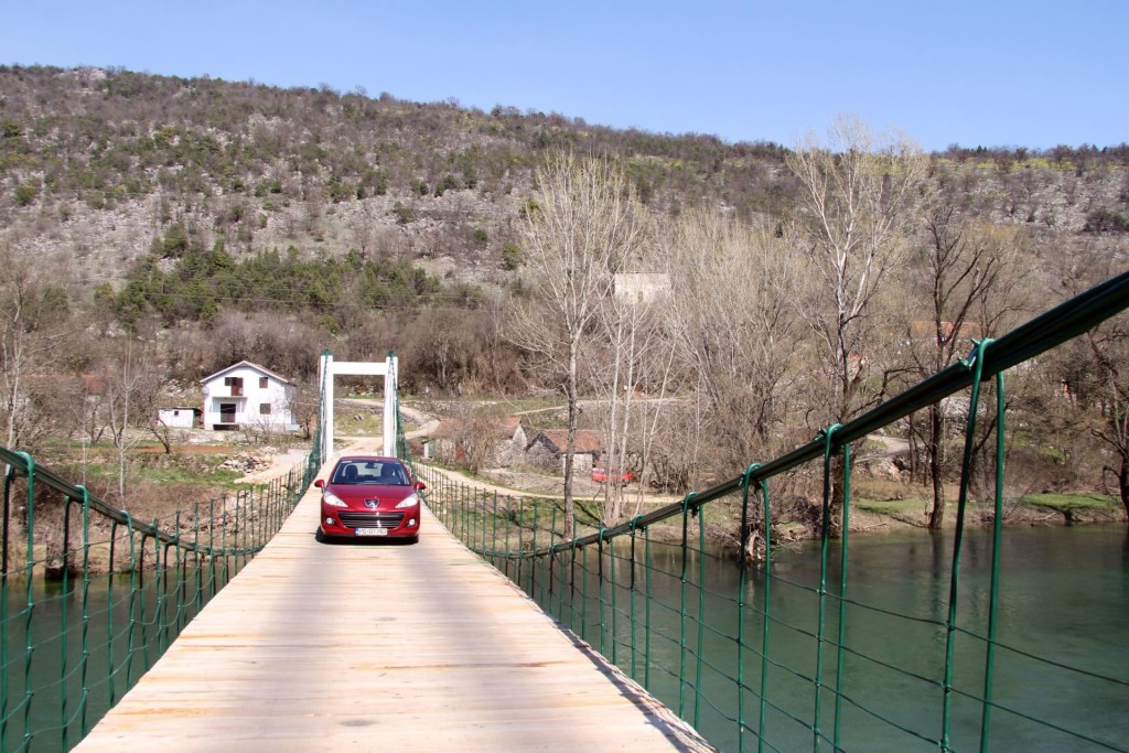 suspension bridge Dobro polje