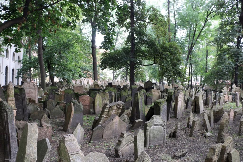 prague2-jewish-graveyard
