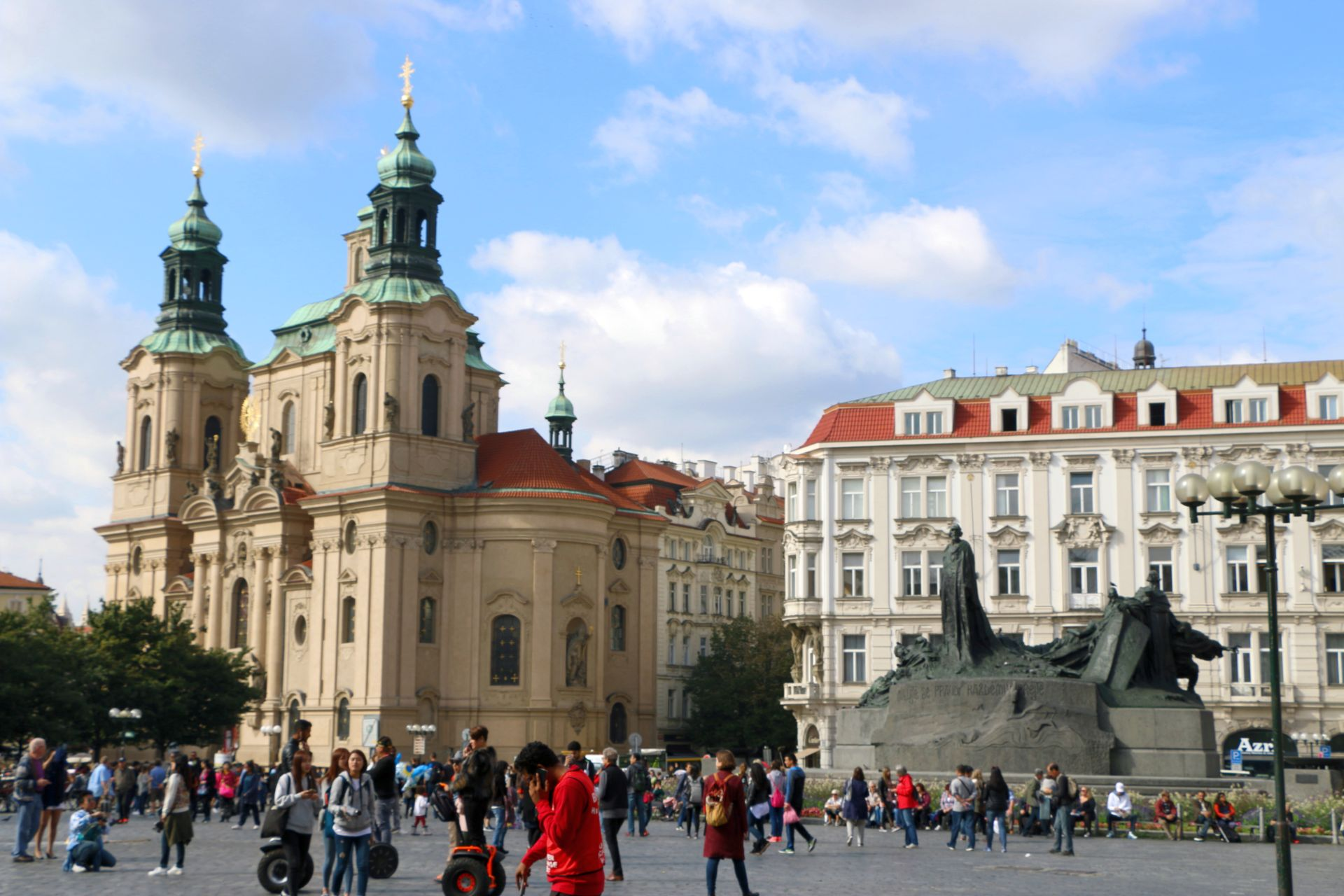 The golden city of prague living in montenegro for Prague square