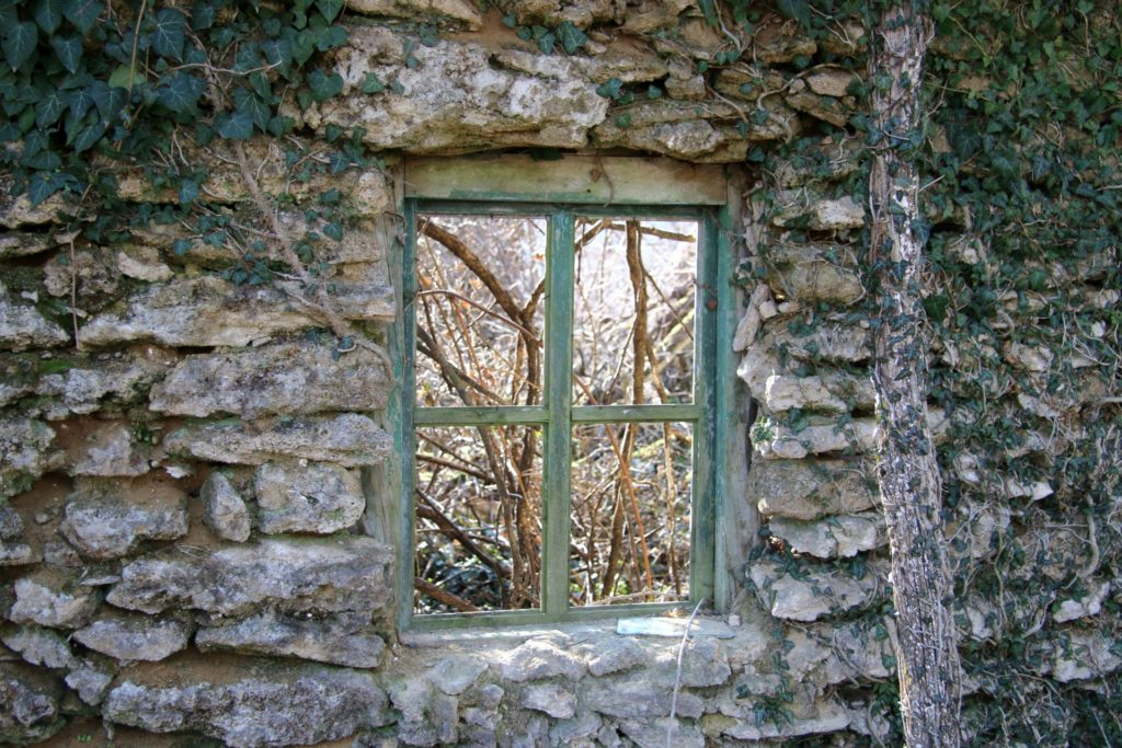 ruined house in Frutak Bjelopavlici7