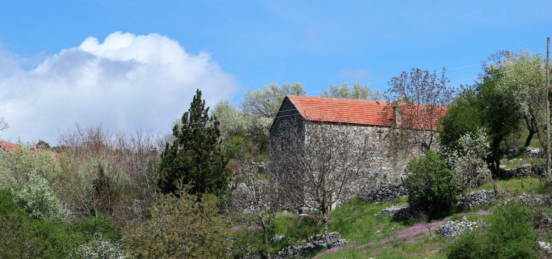 old stone house in Kucka Krajina